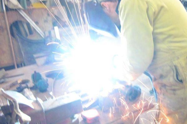 aston-rear-axle-weldingB2C5F599-5995-1F5F-7D57-4BF72B73D3AF.jpg