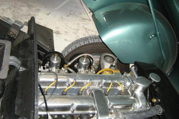 aston-martin-steering-770285612-D36F-A599-E679-5D1978C638AB.jpg